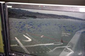Blick auf den Umpire-Bildschirm mit den animierten Strömungspfeilen. Kostecki segelt nach links in die stärkere Strömung und wendet zu spät. © SegelReporter