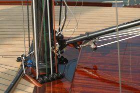 Der Judel/Vrolijksche Daysailor Tango bietet einen interessanten Mix aus zeitgemäßer Segelhardware und formschön verarbeitetem Mahagoni © Boots- und Yachtwerft Stapelfeld