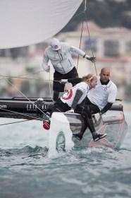 Alinghi mit Anna Tunnicliffe kann sich im letzten Moment auf Rang 2 verholen © Extreme Sailing Series