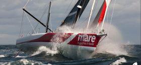 """Riechers segelte seinen Open 60 """"Mare"""" schon mit reichlich Druck beim Fastnet Race. Mit neuem Bug will er auch mit den Besten mithalten. © Breschi/Mare"""