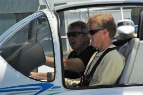Vater Wright macht gerade den Pilotenschein, weil er die Salomon-Inseln persönlich abfliegen will © Wright