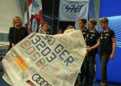 Fürs Museum: Opti-Segel mit Unterschriften aller 257 WM-Teilnehmer! © Sf