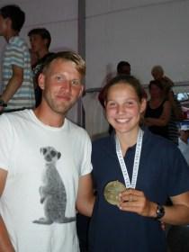 Die strahlende Siegerin mit ihrem Trainer Marc Schulz bei der IDJüM vor Ribnitz 2013 © privat
