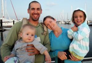 Happy Family oder unverantwortliche Eltern mit bedauernswerten Kindern? © kaufman