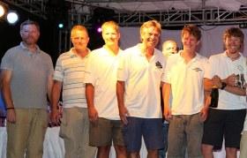 """Fröhlich in Antigua bei der Preisverteilung. Die Crew der """"Cheeki Rafiki"""". © Antigua Race Week"""