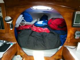 Nicht viel Platz, Aber immerhin ein Dach über dem Kopf: Die Moore 24 von Webb Chiles