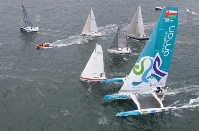 Kann auch schon mal eng werden, wenn die Großen mit den Kleinen © Oman Sail