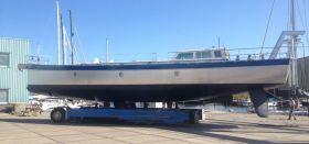 Der perfekt geschweißte Rumpf der 'Anabel' erhielt nur wenig Farbe © K&M Werft