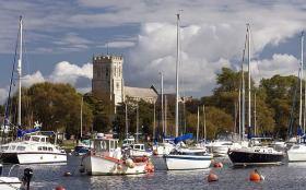 Vom beschaulichen Hafen in Christchurch an der englischen Südküste wollte der 30-Jährige in einem 4,50-Segelboot Amerika erreichen.  ©Rex/The Telegraph