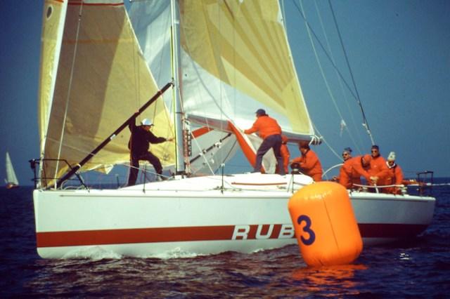 Der Zweitonner 'Rubin XII' mit Steuermann Thomas Jungblut und Taktiker Jörgi Heinritz (blaue Mütze) gewann 1993 mit dem Eintonner 'Pinta' und dem 50-Füßer 'Container' den Admiral's Cup für Deutschland.  ©Andreas Kling