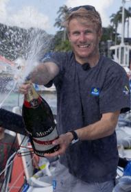 Zweiter großer IMOCA-Einhand-Sieg: Francois hatte allen Grund szur Freude in Pointe a Pitre © courcoux