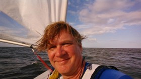 Ein Mann, sein Boot: Robert Suhay auf offener See © suhay