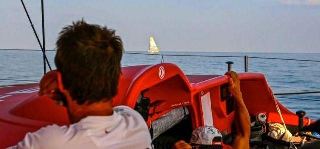 Brunel auf Gegenkurs. Zweikampf um den Etappensieg in der Flaute. © Yann Riou/Dongfeng Race Team/Volvo Ocean Race