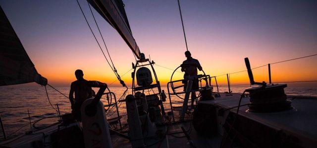 Alvimedica im Sonnenuntergang. © Amory Ross/Team Alvimedica/Volvo Ocean Race