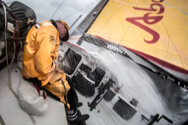 Wegducken. Der näcshter Einschlag kommt bestimmt. © Matt Knighton/Abu Dhabi Ocean Racing/Volvo Ocean Race