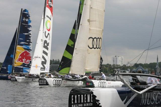 Die guten alten Zeiten: Gleich zwei deutsche Teams bei der Extreme Sailing Series 2010 in Kiel auf der Bahn.  Foto: Sascha Klahn/Audi Sailing Team Germany