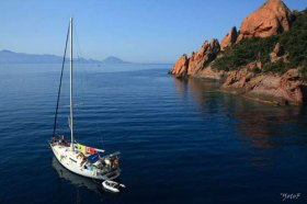 Wildromantisch vor Anker – hier vor Korsika  © bateaux corse