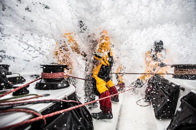 Standfestigkeit ist gefragt, wen eiskaltes Wasser durch das Cockpit rauscht. © Matt Knighton / Abu Dhabi Ocean Racing / Volvo Ocean Race