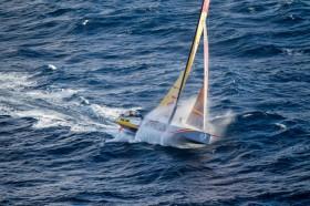 Sprung ins nächste Wellental. © Ainhoa Sanchez / Volvo Ocean Race