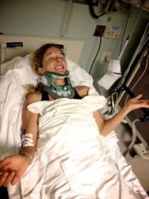 Knapp an Der Lähmung vorbei: Liz bricht sich beim Bodysurfen einen Halswirbel © clark