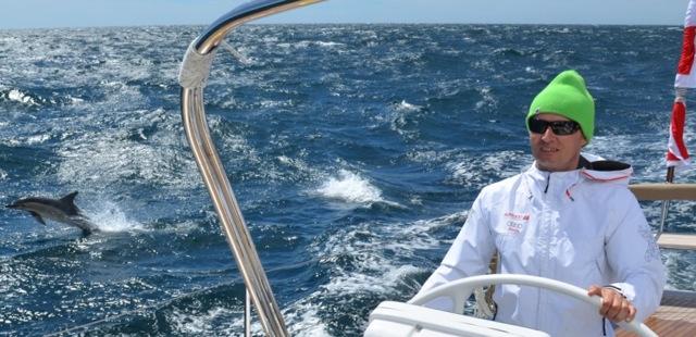 Hinnerk Stumm mit Delphin auf Langfahrt