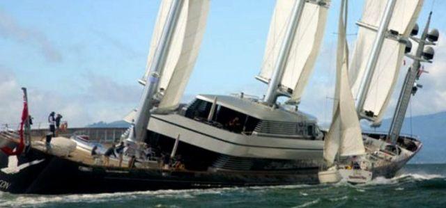 Vorfahrt genommen? Die Mega Yacht Maltese Falcon kollidiert mit einem 40 Fußer. © Peter Lyons