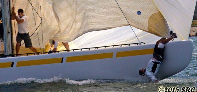 Der Voschiffsmann hat das Gleichgewicht verloren und hält sich verzweifelt mit den Füßen fest... © Stephen Cloutier