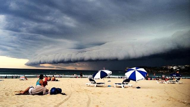 Wie ein Angriff von Außerirdischen über dem Bondi Beach. © Sky