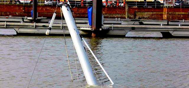 Untergang: Yacht im Hafen von Cuxhaven gesunken   SegelReporter