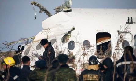 Причиной крушения самолета в Казахстане назвали след от другого взлетавшего лайнера