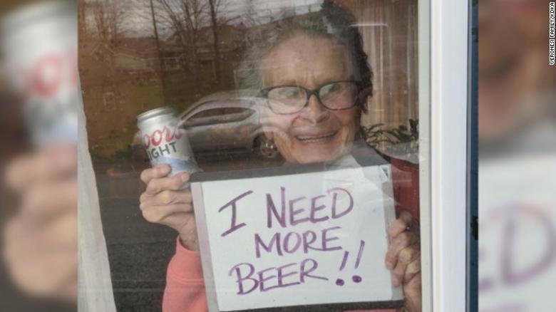 Старушка на карантине попросила пива и получила 150 банок