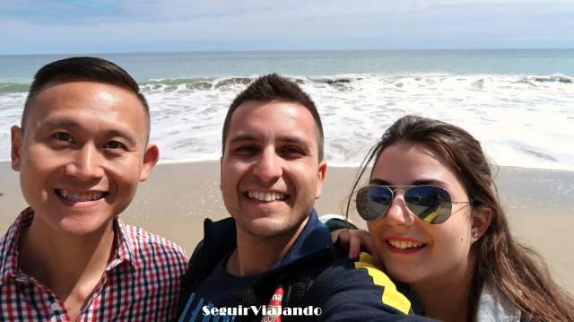 Silvia y Óscar con Nick en Malibú, su anfitrión en Los Ángeles