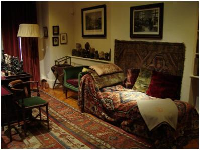 Imagem: o setting analítico utilizado por Freud