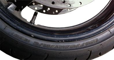 ALERTA DE RIESGO. El cambio del diámetro de las ruedas puede modificar las indicaciones del velocímetro