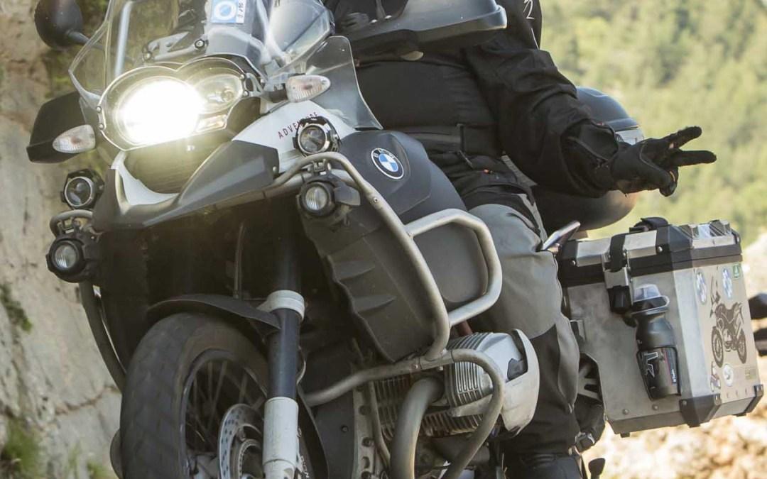 Delegación oficial en Cataluña de la ONG Unión Internacional para la Defensa de los Motociclistas.