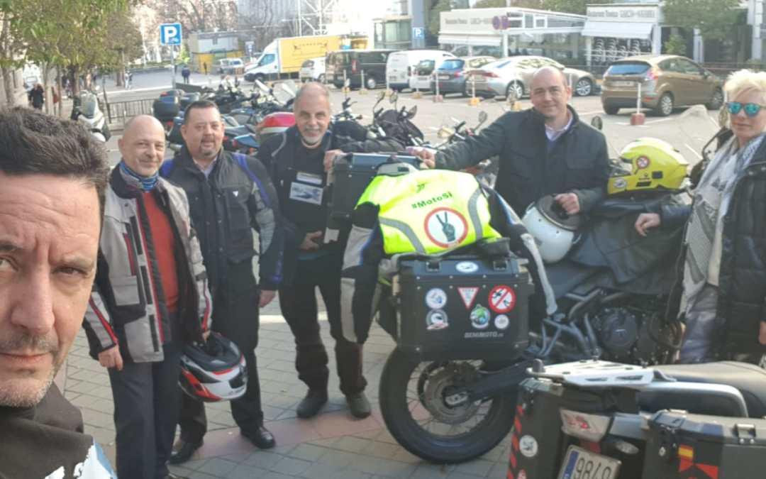Madrid, ayuntamiento y nosotros … esos de las motos.
