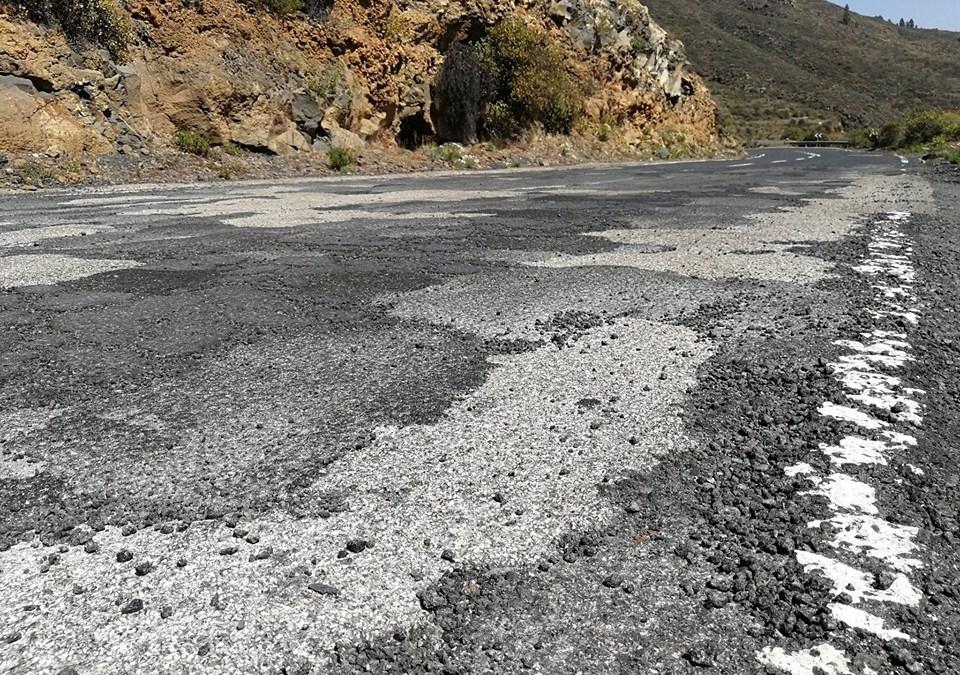 Denunciada carretera TF-565 por el estado del firme y ausencia de señalización.