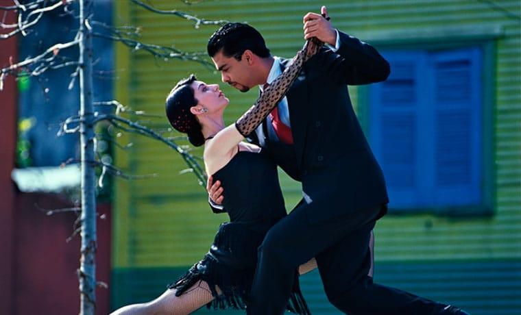 casal dancando tango