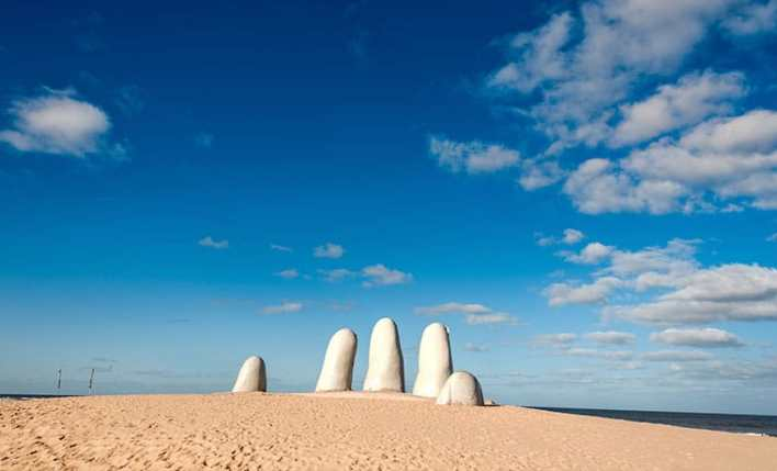 seguro viagem uruguai escultura