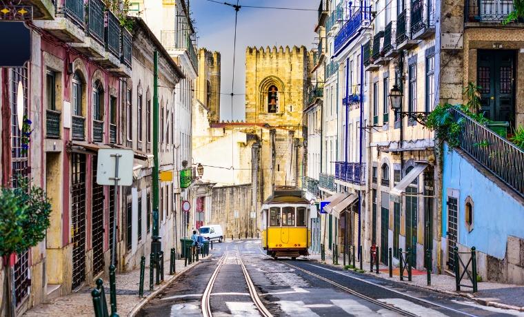 melhor seguro viagem portugal lisboa bonde