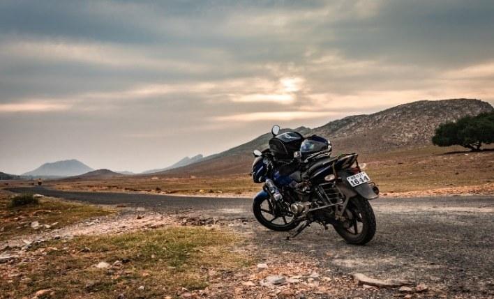 Estrada seguro viagem motociclista
