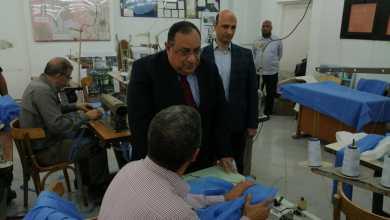 Photo of جامعة حلوان تصنع الملابس الوقائية لأطباء الحجر الصحي
