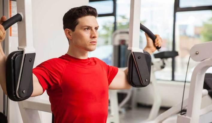 تمرين الفراشة للتخلص من التثدي عند الرجال