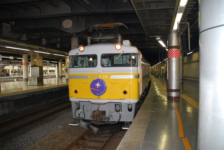 牽引機は,EF81 79でした(寫真)。