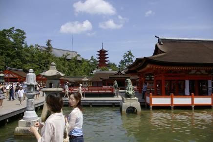 Tempel und Pagode vom Schrein aus