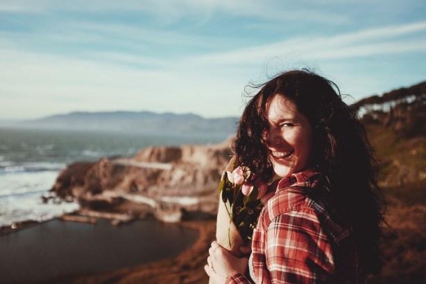 Sorg dafür, dass es dir gut geht - erinnere dich an schöne Momente! Dann wirst du strahlen, selbstbewusst und sympathisch sein - dieses gute Gefühl wirkst sich absolut positiv auf deine Wirkung aus.