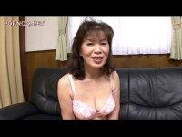 六十路の豊満なおばあさんがポルノビデオ体験でセックスしてるおまんこな塾女性雑誌60