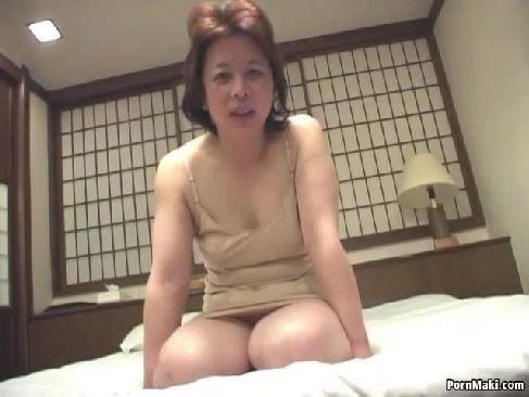 地方在住の還暦おばさんが個人撮影で自慰行為しておめこを弄るjyukujo50.com