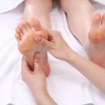 立ち仕事で足の裏が痛い時はこれ!原因は靴のせい?