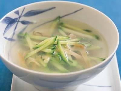 ざー菜とキュウリのスープ